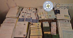 Фальшиві паспорти і фіктивні шлюби. СБУ ліквідувала підпільну друкарню